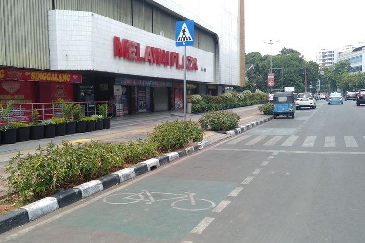 Jalur sepeda di depan Melawai Plaza, Jakarta Selatan, Jumat (20/9/2019)