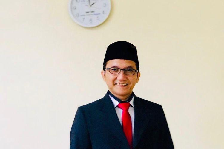 Direktur Pendidikan Cahaya Rancamaya Islamic Boarding School Ari Rosandi, S.S., M.Pd.