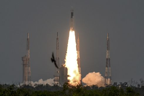 India Luncurkan Roket Chandrayaan-2 untuk Misi Pendaratan di Bulan
