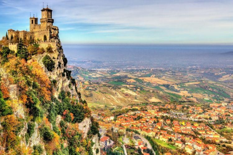 Menara di San Marino