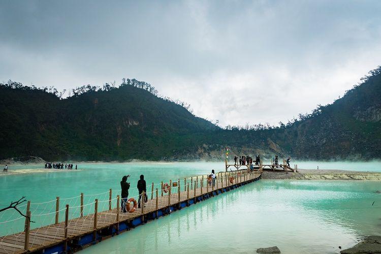 Ilustrasi Jawa Barat - Tempat wisata Kawah Putih di Kabupaten Bandung.