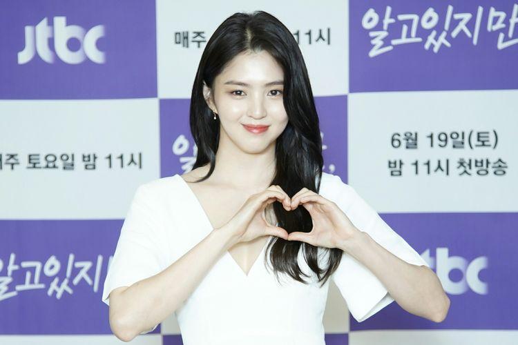 Aktris Han So Hee saat konferensi pers drama Nevertheless