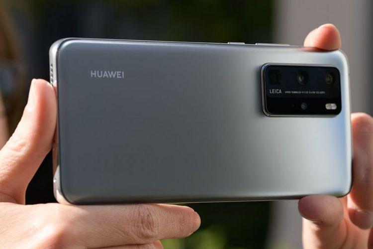 Desain punggung Huawei P40 Pro dengan empat kamera belakang.