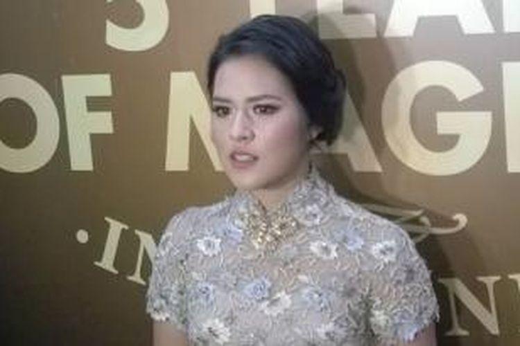 Raisa diabadikan dalam wawancara di Pondok Indah Mall 2, Jakarta Selatan, Kamis (19/3/2015) malam.