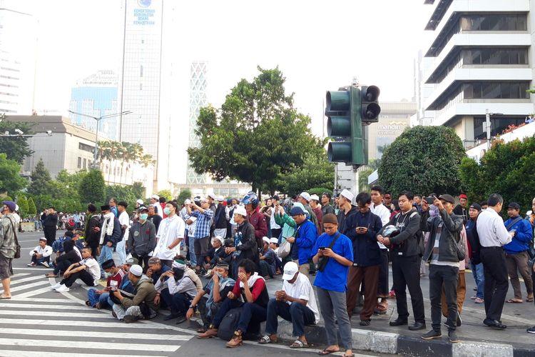 Massa mulai mendatangi gedung Bawaslu RI mengaku dari Cianjur dan Sukabumi, Rabu (22/5/2019)