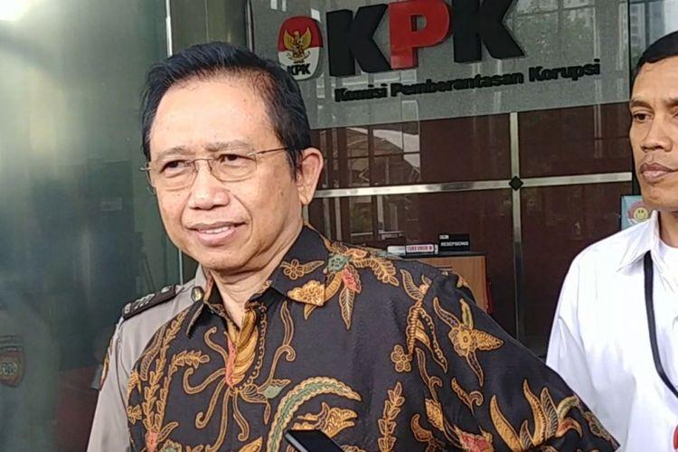 Mantan Ketua DPR Marzuki Alie usai diperiksa KPK di Jakarta, Senin (8/1/2018).