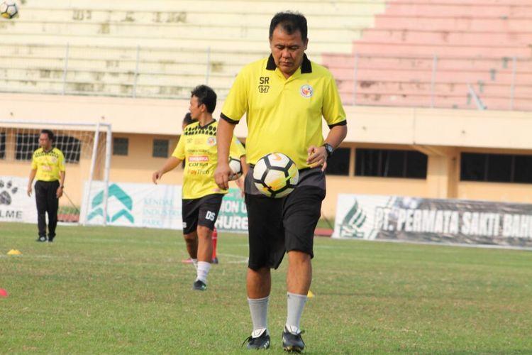 Pelatih Semen Padang Syafrianto Rusli mengaku buta dengan kekuatan PS  Tira yang akan menjadi lawan Semen Padang di babak 32 besar Piala Indonesia