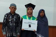 Tangis Siti Anak Buruh Tani Pecah, di Tengah Keterbatasan Lulus Cum Laude dan Raih Beasiswa S2