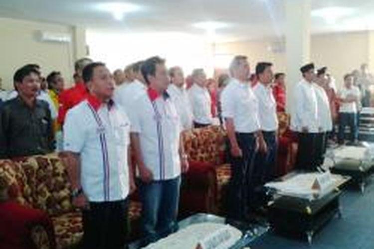 Tiga pasang calon Wali Kota dan calon Wakil Wali Kota Tangerang saat berada di kantor KPUD Kota Tangerang, Jumat (26/7/2013). Dari kiri-kanan: pasangan Tubagus Dedi Gumelar-Suratno Abu Bakar, Abdul Syukur-Hilmi Fuad, dan Harry Mulya Zein-Iskandar Zulkarnaen.