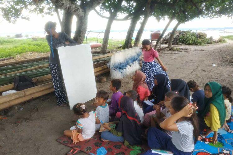 Proses belajar mengajar yang berada di Tree of Hope Ekas