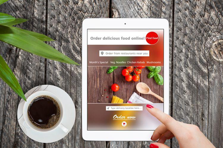 Ilustrasi pesan makanan via online.