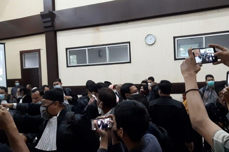 Sidang Rizieq Shihab di Pengadilan Negeri (PN) Jakarta Timur pada hari ini, Selasa (16/3/2021), ricuh.