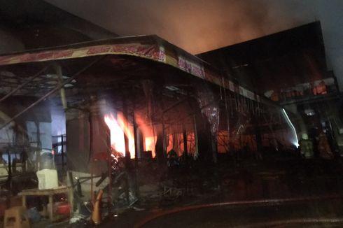 Sudah Dua Jam, Pasar Swalayan di Cilandak KKO Masih Terbakar