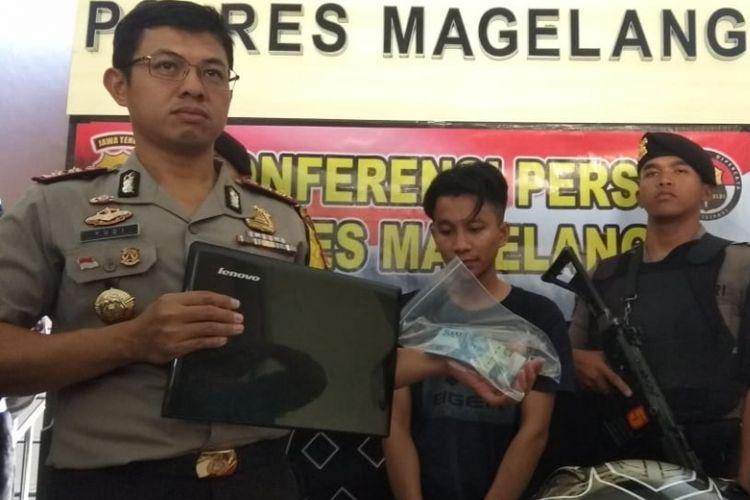 Sandra Saputra (28),  diamankan aparat Kepolisian Resor (Polres) Magelang, Jawa Tengah, karena diduga menjadi pelaku pembunuhan mahasiswi UPN Veteran Yogyakarta, Anisa (23). Gelar perkaran di gelar di Mapolres Magelang, Selasa (26/2/2019).