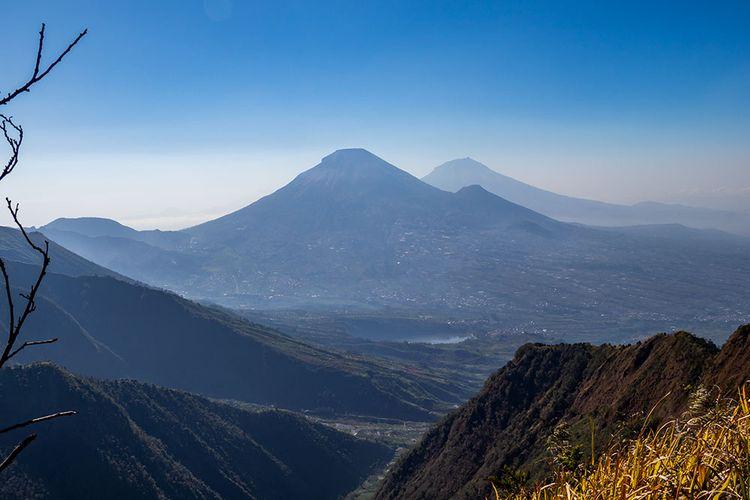 Panorama menawan dari Gunung Bismo.