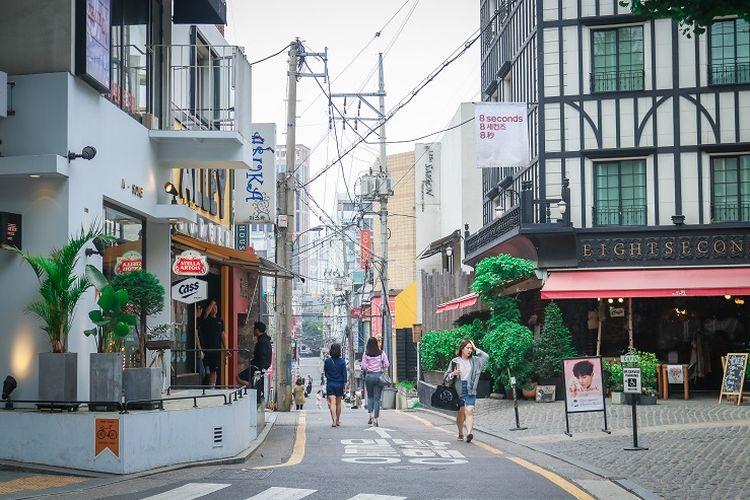 Ilustrasi Korea Selatan - Garosu-Gil Street di Gangnam yang kerap dijuluki sebagai jalan seniman, Korea Selatan.