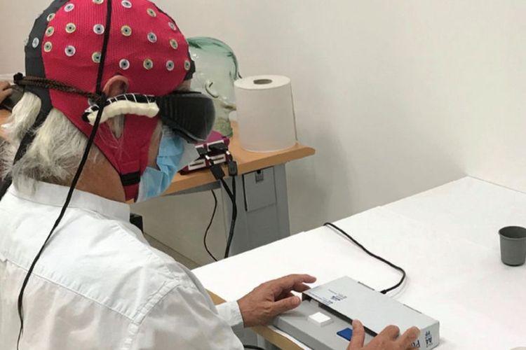 Pasien tuna netra yang mengalami kemajuan dalam pengelihatannya berkat terapi protein ganggang di Perancis.