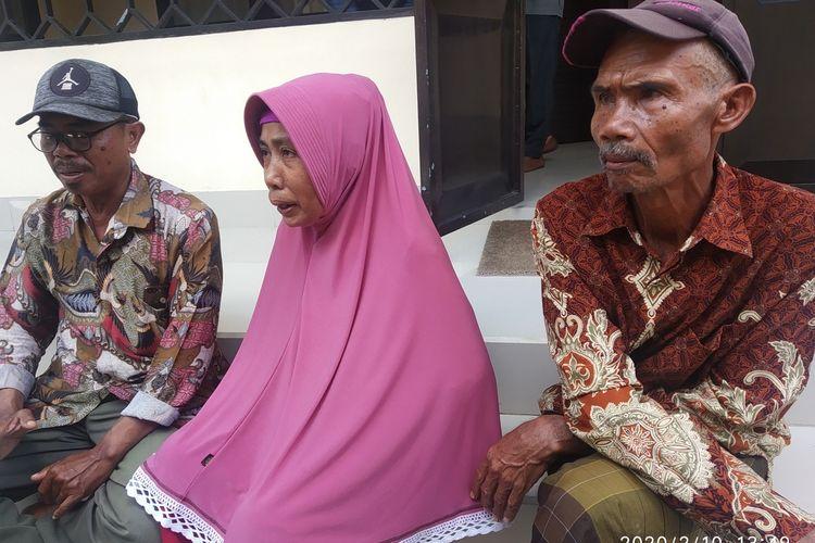 Kedua orang tua Zaenal Abidin saat hadir di persidangan(KOMPAS.COM/IDHAM KHALID
