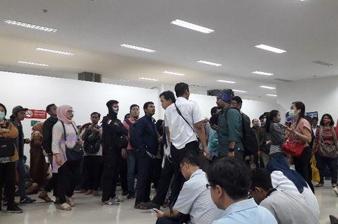 Kebakaran di Taman Kota, Penumpang KRL Tujuan Tangerang di Stasiun Duri Telantar