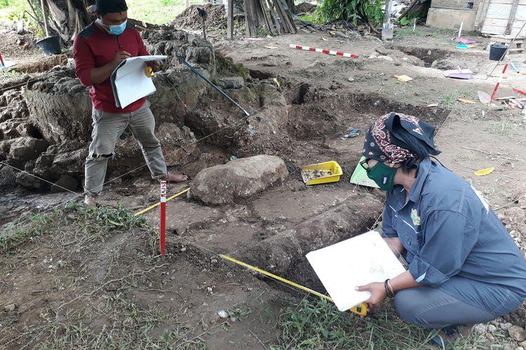 Peneliti Balai Arkeologi Sulawesi Utara tengah melalukan ekskavasi reruntuhan Benteng Kota Mas di Kwandang Gorontalo Utara.