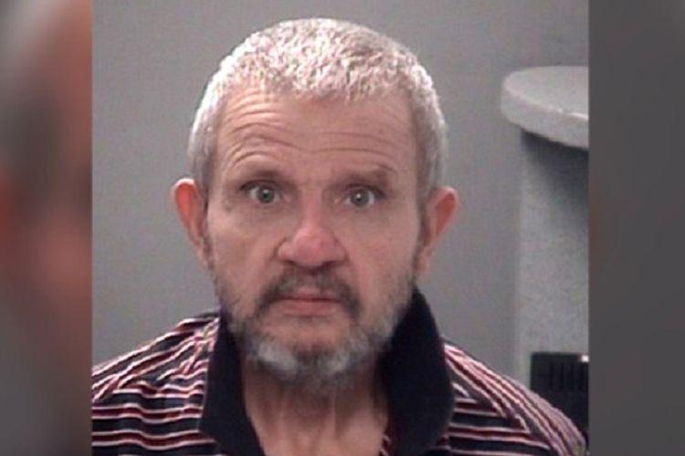 Dennis Libonati (68), asal New York, kembali ditahan usai tertangkap basah mencuri sebuah mobil dari tempat parkir, pada hari yang sama setelah dia dibebaskan.
