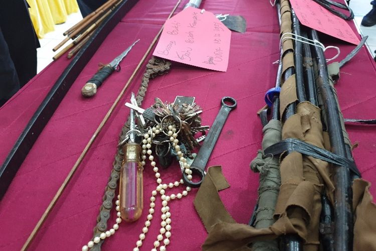 Senjata-senjata yang digunakan oleh para perusuh yang melakukan aksi di Kota Jayapura pada Kamis (29/08/2019) lalu, Kota Jayapura, Sabtu (31/08/2019)