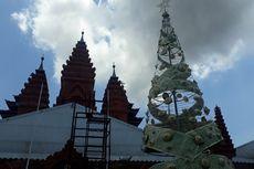Unik, Gereja di Bali Ini Buat Pohon Natal Setinggi 11 Meter dari Anyaman Daun Lontar