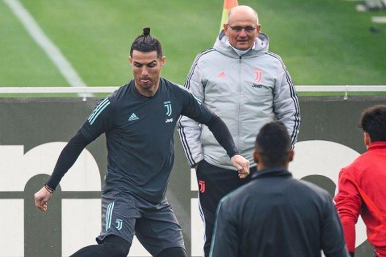Cristiano Ronaldo saat berlatih bersama skuad Juventus di pusat latihan klub menjelang pertandingan Liga Champions menghadapi Olympique Lyon, 25 Februari 2020.