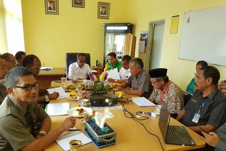 Kepala Badan Ketahanan Pangan Kementan Agung Hendriadi memimpin rakor percepatan serap gabah di Banten, Kamis (5/7/2018)
