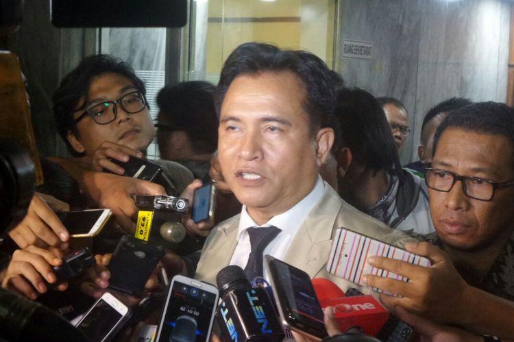 Pakar Hukum Tata Negara Yusril Ihza Mahendra di Kompleks Parlemen, Senayan, Jakarta, Senin (10/7/2017).