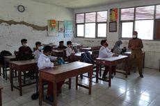 PTM Terbatas di Indramayu, Siswa SD Berbeda Seragam dengan Teman Sebayanya: Biasa Saja Saya Memakainya