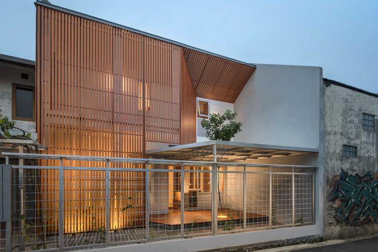 Albizzia House, renovasi rumah minimalis dengan memanfaatkan kayu warisan kekayaan lokal Ciamis