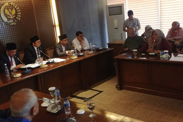 Aktivis gerakan #2019GantiPresiden Neno Warisman dan Ahmad Dhani, menemui Wakil Ketua DPR Fadli Zon dan Fahri Hamzah, Selasa (28/8/2018).