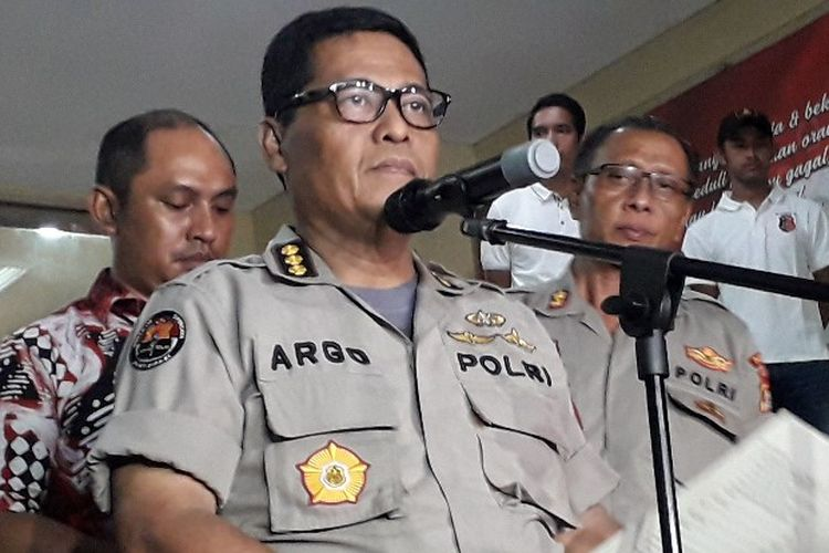Kabid Humas Polda Metro Jaya Kombes Argo Yuwono mengungkapkan Ratna Sarumpaet resmi ditahan di Polda Metro Jaya atas kasus penyebaran hoaks pada Jumat (5/10/2018).