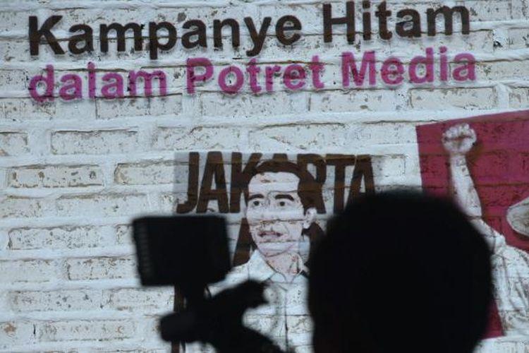 Slide yang ditampilkan salah satu nara sumber saat diskusi bertema Menolak Kampanye Hitam, Mendorong Kampanye Positif di Jakarta, Kamis (22/5/2014). Tren kampanye hitam diperkirakan akan semakin marak menjelang pelaksanaan pemilu presiden, khususnya di media sosial.