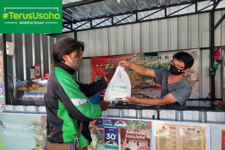 Dengan bergabung menjadi mitra merchant GrabKitchen, usaha Ayam Geprek Bu Deasy milik David David Gunawan di Bali mampu meningkatkan omzet penjulana hingga 2 kali lipat sejak pandemi Covid-19