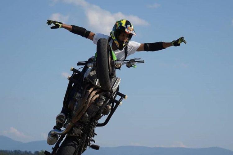 Ghanni  Grimaldi, seorang stunt rider Indonesia saat menunjukan kepiawaiannya di kejuaraan W-Tech Czech StuntDay International Streetbike Competition di Ceko, 17-19 Agusus 2018.