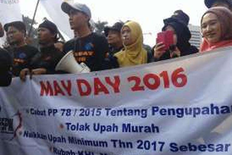 Minggu (1/5/2016), ratusan buruh mulai memadati halama Monas untuk melakukan aksi pada peringatan hari buruh uang jatuh pada 1 Mei
