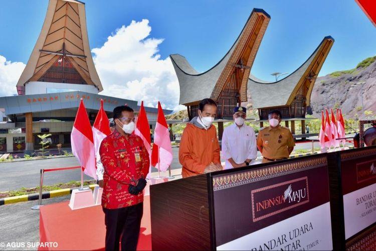 Presiden Jokowi meresmikan Bandara Toraja, Kamis (18/3/2021). Dalam peresmian tersebut Presiden didampingi oleh Mensesneg, Wamenkes dan pjs Gub Sulsel dan Bupati Toraja.