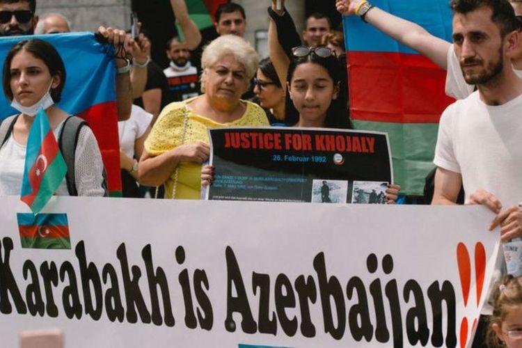 Konflik Azerbaijan-Armenia memicu protes publik di kedua negara.