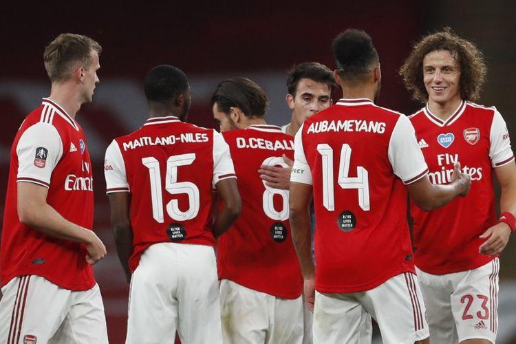 David Luiz dan para pemain Arsenal merayakan gol Pierre-Emerick Aubameyang ke gawang Manchester City pada laga semifinal Piala FA di Stadion Wembley, Minggu (19/7/2020) dini hari WIB.