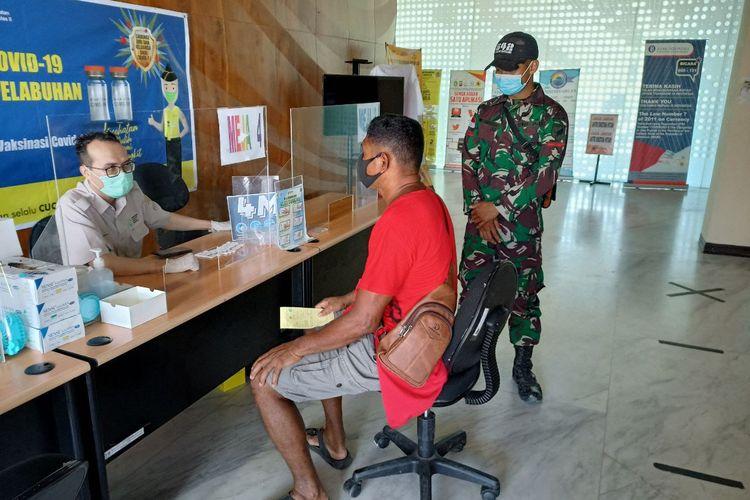 Sebanyak 17 Pekerja Migran Indonesia (PMI) diamankan personel TNI yang tergabung di Satuan Tugas (Satgas) Pengamanan Perbatasan (Pamtas) RI-Malaysia Yonif 642/Kapuas, Selasa (16/03/2021).