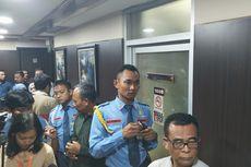 Kaca Retak di Ruang Kerja Anggota DPR Diduga Tertembak Peluru