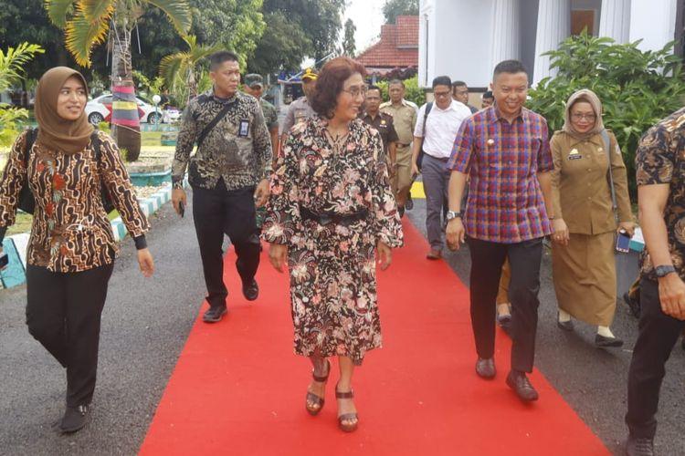 Menteri Kelautan dan Perikanan Republik Indonesia Susi Pudji Astuti dalam kunjungan kerjanya di Kabupaten Kepulauan Selayar melakukan pertemuan dengan seluruh stakeholder daerah di Pendopo Rumah Jabatan Bupati, Senin (21/4/2019).