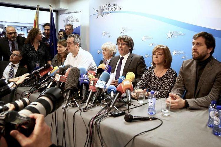 Pemimpin Catalonia Carles Puigdemont menggelar jumpa pers di Brussels, Belgia, Selasa (31/10/2017).