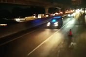 Viral Mobil Berlampu Rotator Terobos Jalur 'Contraflow'
