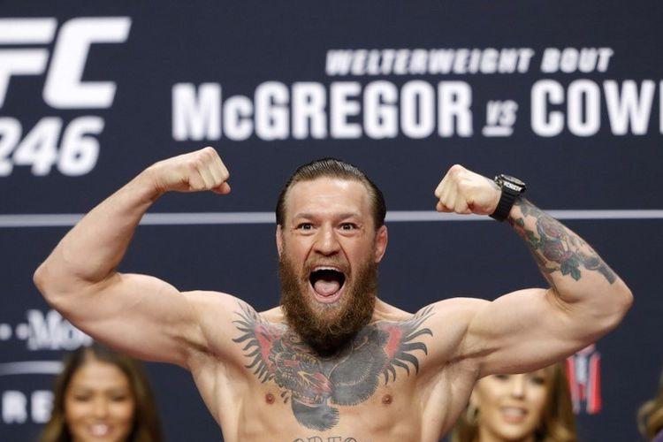 Bintang UFC asal Irlandia, Conor McGregor, berpose pada sesi konferensi pers jelang UFC 246. McGregor akan menghadapi Donald Cerrone pada 19 Januari 2020 pagi WIB.