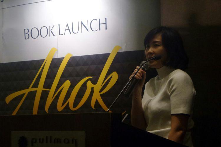 Istri Basuki Tjahaja Purnama, Veronica Tan, dalam peluncuran buku Ahok di Mata Mereka, di Hotel Pullman, Rabu (19/7/2017).