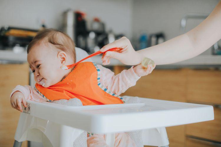 Ilustrasi kondisi gerakan tutup mulut pada anak.