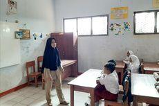 Dulu Tinggal di Toilet Sekolah, Guru Honorer di Pandeglang Kembali ke Rumah dan Buka Usaha